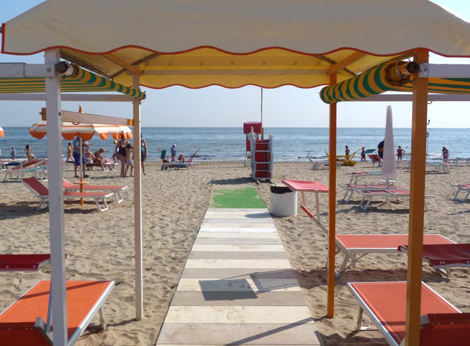 Spiaggia per famiglie per bambini spiaggia 91 riccione - Bagno 99 riccione ...